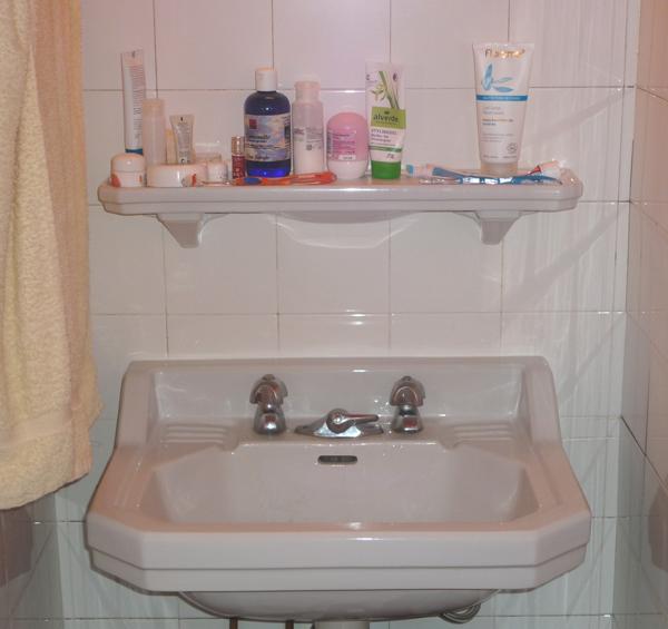 britische waschbecken in der bretagne beautyjagd. Black Bedroom Furniture Sets. Home Design Ideas