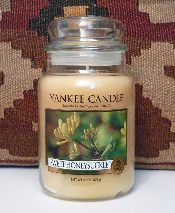 yankee candle sweet honeysuckle beautyjagd. Black Bedroom Furniture Sets. Home Design Ideas