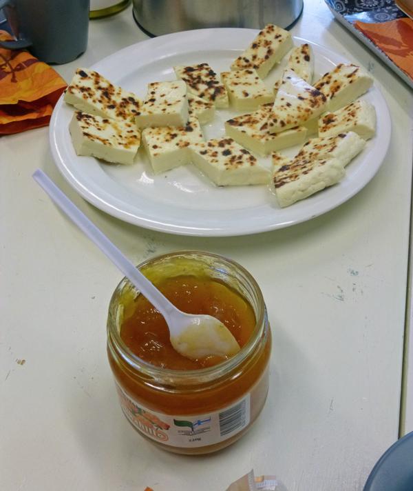 finnischer-kaese-mit-hilla-marmelade