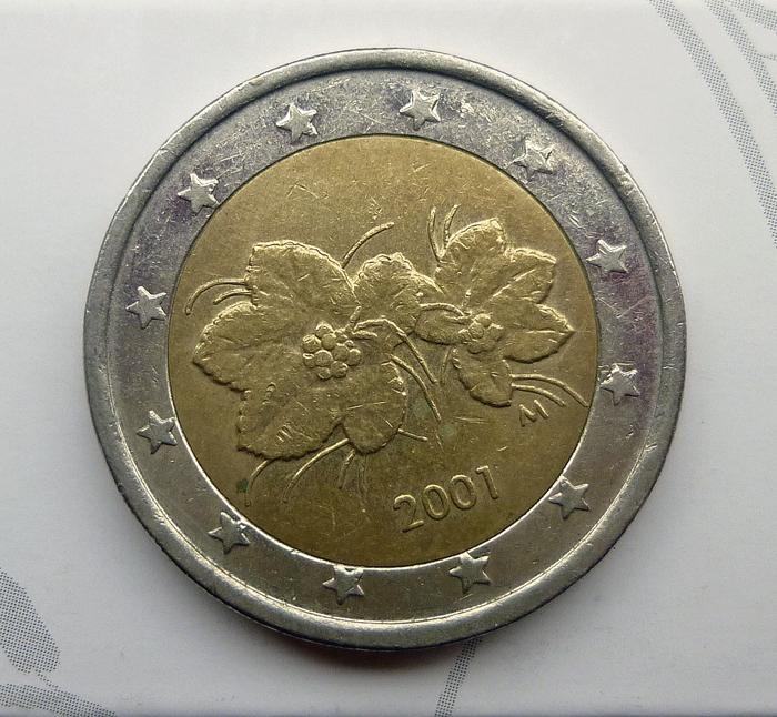 zwei-euro-muenze-mit-moltebeere