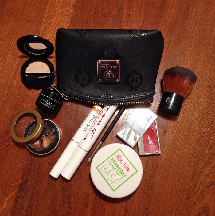 noemi-makeup-tasche