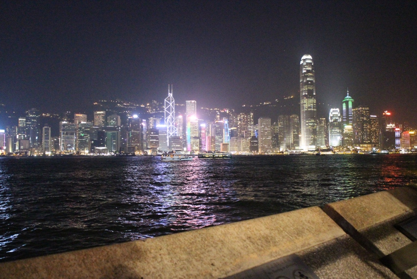 hong kong avenue of stars by night