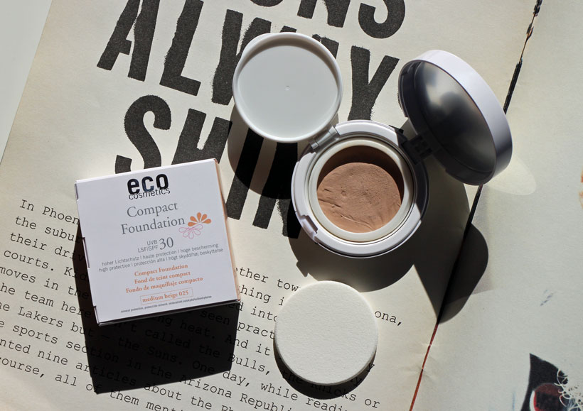 eco-cosmetics-compact-foundation