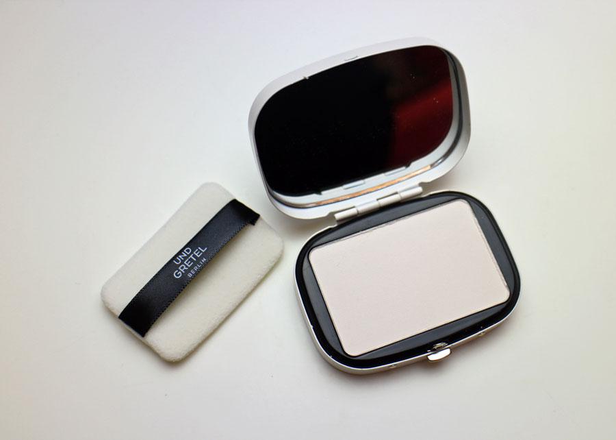 und-gretel-translucent-compact-powder_beautyjagd