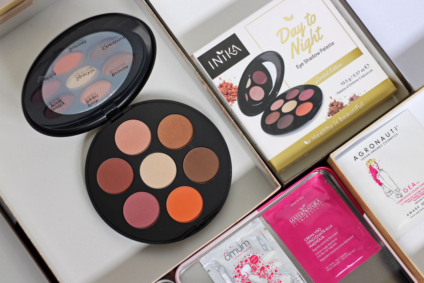 Inika Day to Night Palette